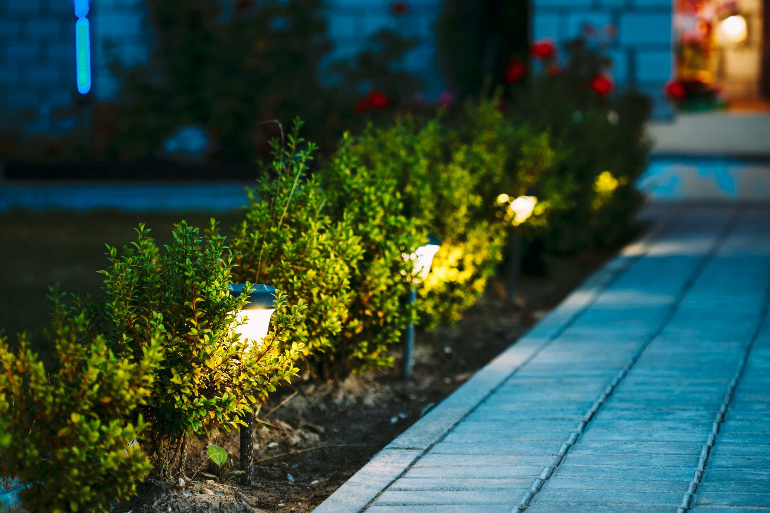 solar power walkway light